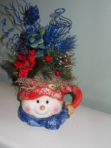 The blue pinecone matches the blue coloring in the snowman cup. Winter and Snowmen are my favorite time of year.